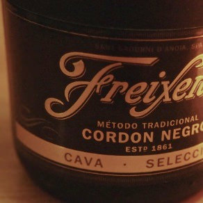 飲みきり200mlのカヴァ、フレシネ コルドン・ネグロ ブリュット(Freixenet Cordon Negro Cava Selection Brut)飲んだ