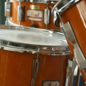 パンクな雰囲気を醸し出す無料のアコースティックドラム・サンプルライブラリ「Shino Drums」レビュー【デモあり】