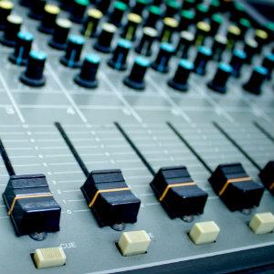 【音楽用語】ミックスとは。やり方や機材をざっくり説明。