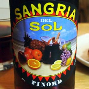僕が初夏に最もおすすめする飲み物「サングリア」を紹介したい。バナナやイチゴのフレーバーの甘いワインなのです。
