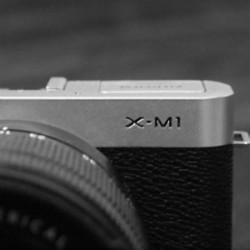 安いし種類がたくさんあって迷っちゃうミラーレス一眼ですが、僕はFUJIFILM X-M1を選びました