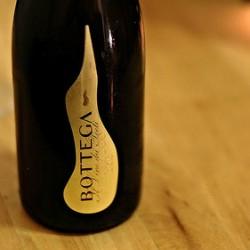 イタリアの辛口スパークリングワイン「ボッテガ ヴィーノ・デイ・ポエーティ プロセッコ」を頂きました。